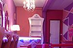 mobiliario de color rosa